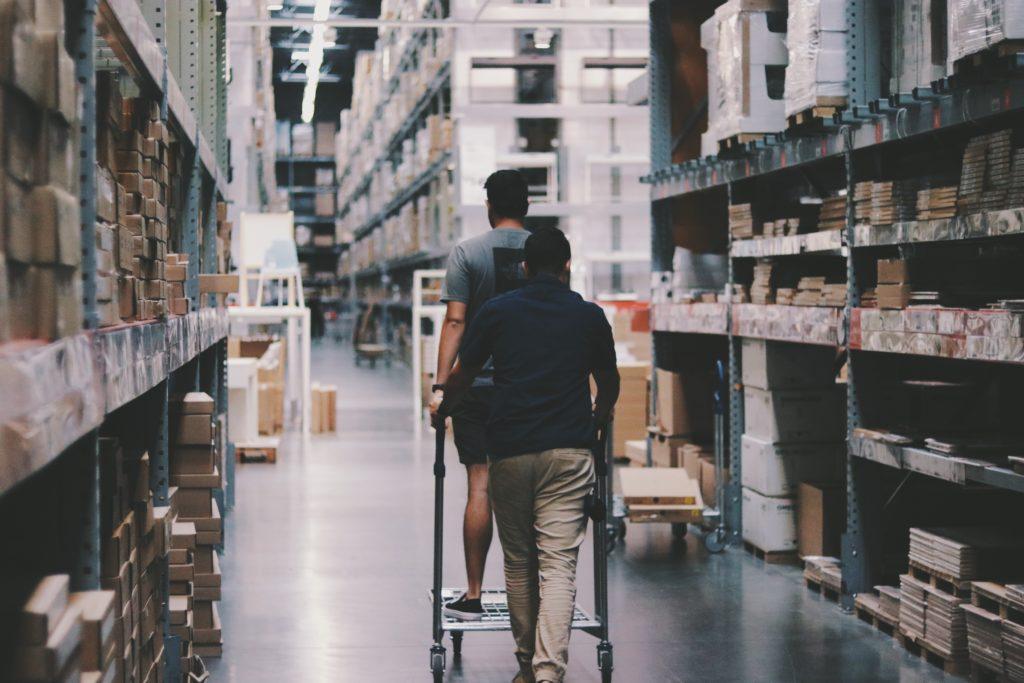 Un Noël historique pour la logistique en effet, les secteurs du transport et de la livraison en France estiment une augmentation entre 20% et 40% de leurs activités sur le quatrième trimestre 2020. Cette hausse exceptionnelle est bien sûr due de la crise de la COVID-19 et aux deux confinements mais également à l'essor du e-commerce depuis quelques années.